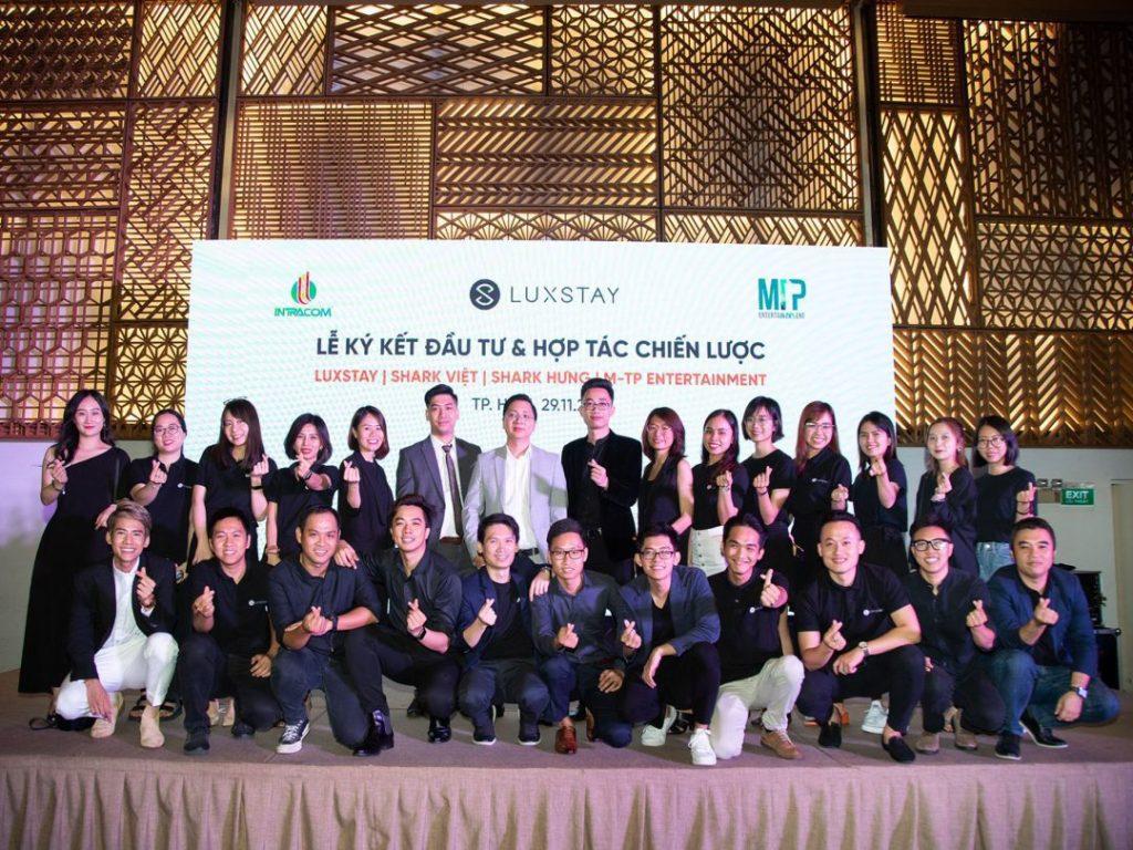 Lễ ký kết đầu tư & hợp tác chiến lược giữa Luxstay | Shark Việt | Sơn Tùng M-TP